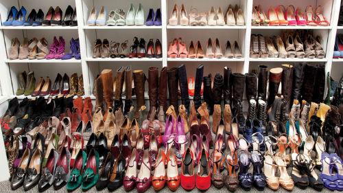 Приснилось выбирать обувь. выбирать обувь что это значит